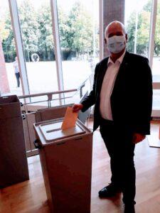 Frank Peter Ullrich bei der Wahlabstimmung