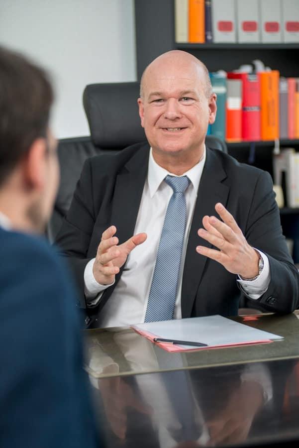 Frank Peter Ullrich im Gespräch mit einem Bürger